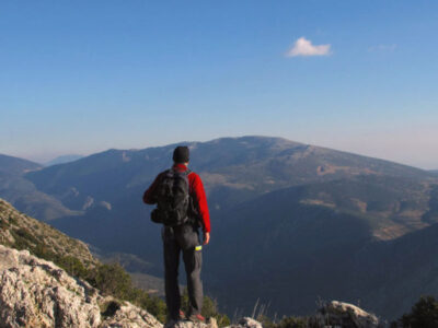 hiking tour meteora delphi1 600x528 1